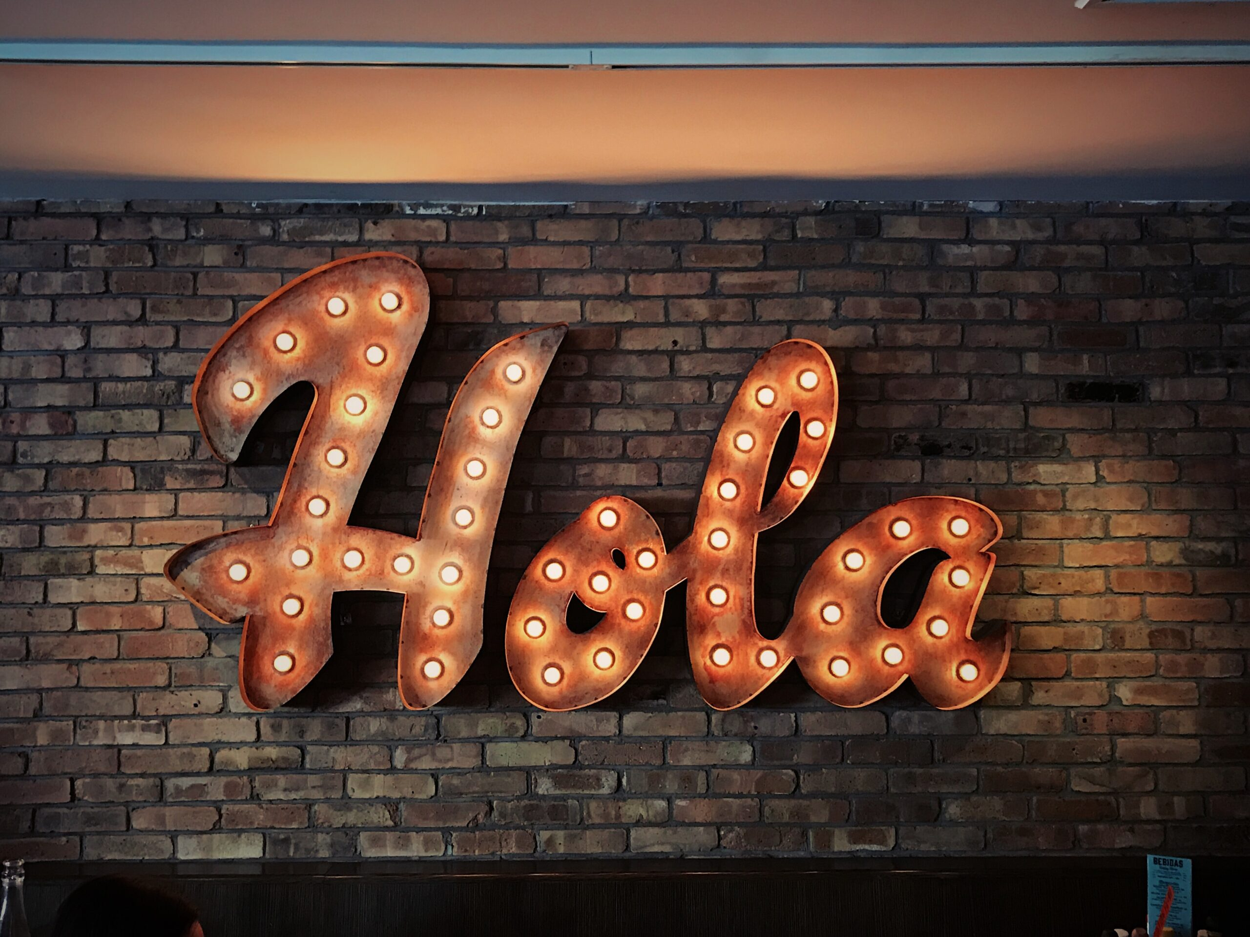 sign that says hola